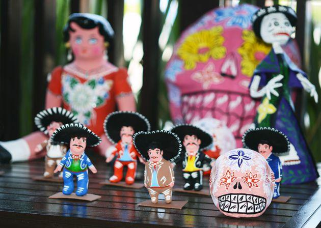 Artesanías familia Lemus; muñecas, mamertos, catrinas y calaveras