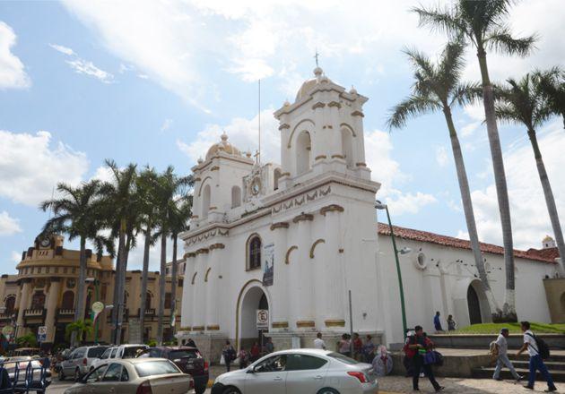 Templo de San Agustín frente a Plaza de Armas de Tapachula