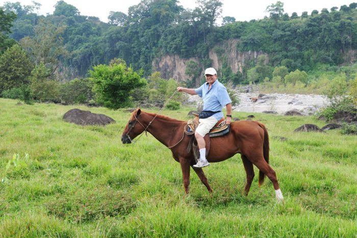A caballo por el río Filobobos. Ver.