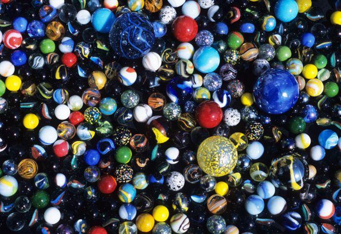 Canicas coloridas de todos tamaños