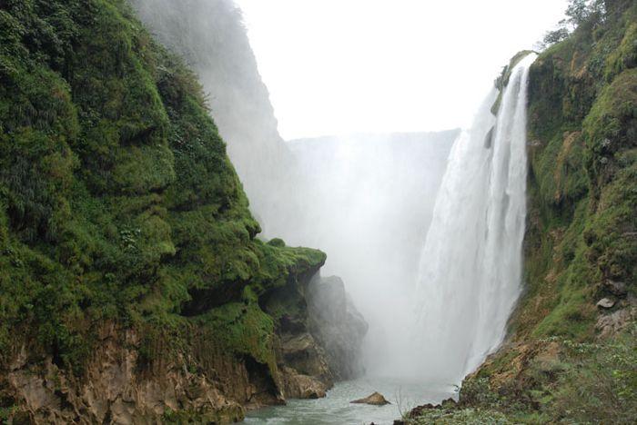Cascada de Tamul. Caída del río Gallinas sobre el río Santa María y crean el río Tampaón. SLP.