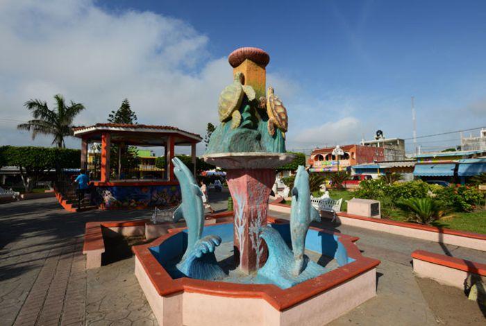 Centro de Tecolutla. Escultura y kiosco.