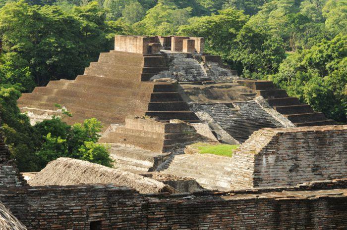 Comalcalco. Pirámide