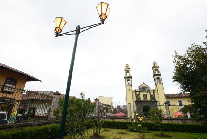 Iglesia en centro de Zacatlán.