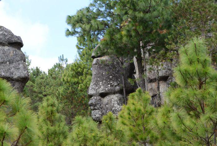 Piedras encimadas, figuras.