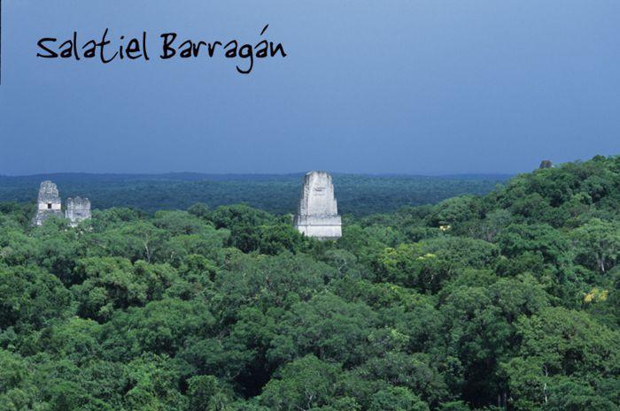 Tikal 3 cúpulas entre la selva