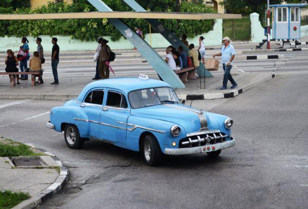 Auto Almendrón en la ciudad de la Habana, usado como taxi colectivo.