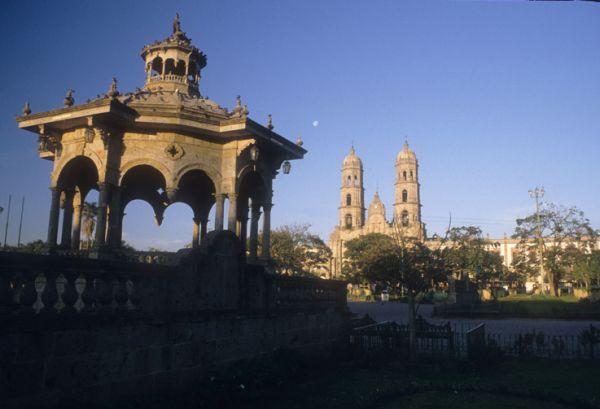 Kiosco y Basílica de Zapopan, Jal.