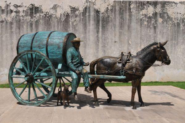 El Aguador en Ciudad de Campeche, junto a la Muralla y Puerta de la Tierra.