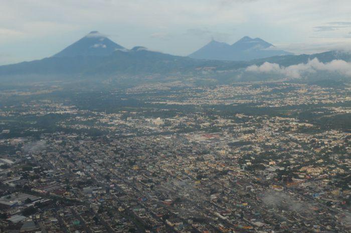 Pacayá, volcán turístico activo cerca de Cd de Guatemala.