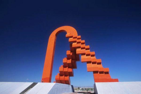 La Puerta de Chihuahua, una de las mas altas del mundo. Obra de Sebastián en Cd. de Chihuahua.