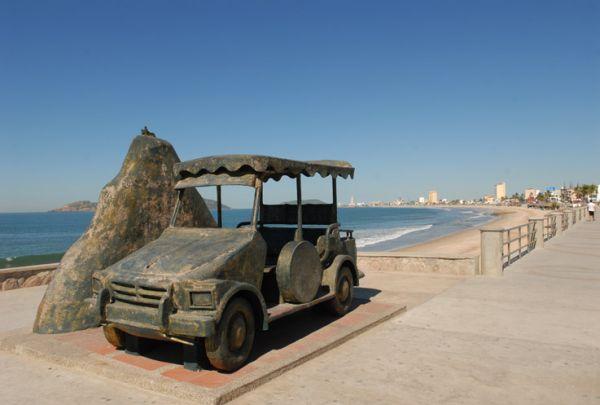 La Pulmonía, en el Malecón más largo de México en Mazatlán, Sin.