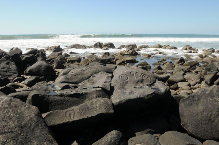 Petroglifos en playa Las Labradas