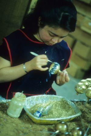Pintando esferas navideñas
