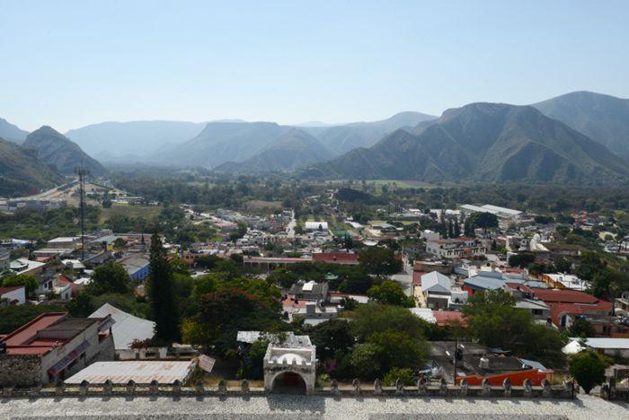 Metztitlán, panorámica del centro y al fondo los valles y la sierra.