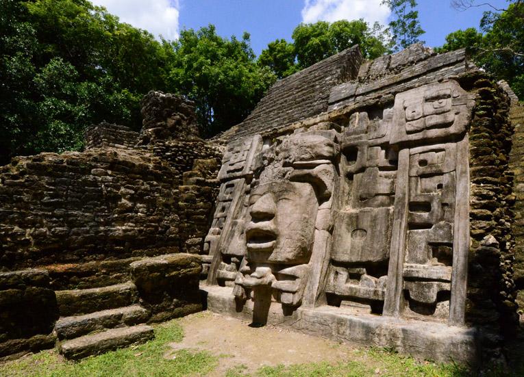Posee más de mil zonas arqueológicas ocultas entre la selva. Belize Tourism