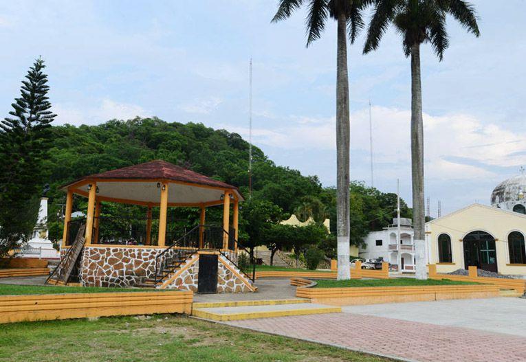 Kiosco, Iglesia y centro de Chiconamel