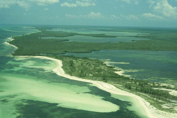Playa Chunchacab y laguna Colombia en Costa sur de Cozumel