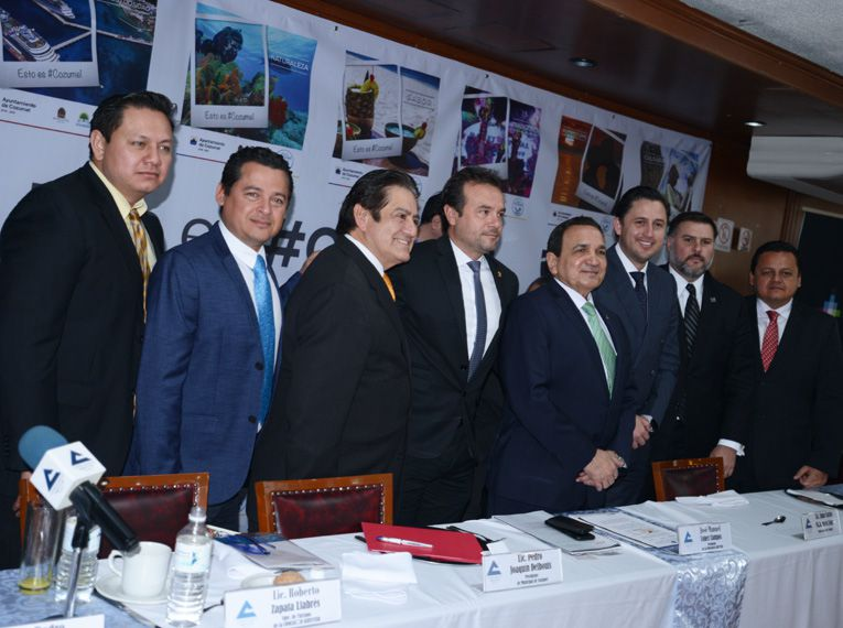 Autoridades de Cozumel y de Concanaco en CDMX