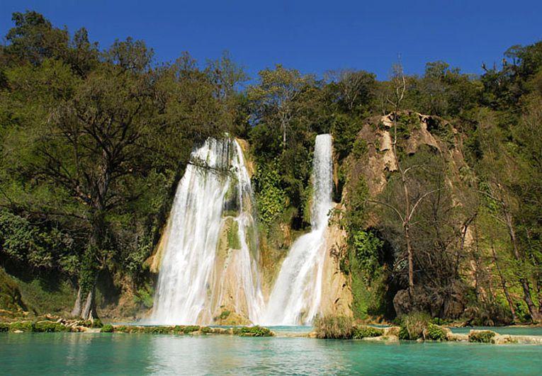 Cascadas Minas Viejas de aguas verdes a turquesas en la Huasteca Potosina