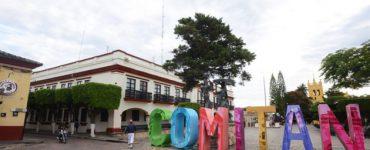 Plaza principal Benito Juárez con Palacio Municipal y exconvento