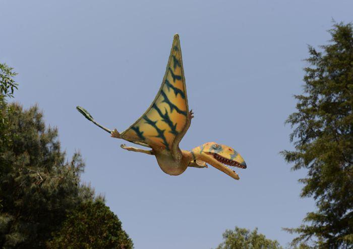 Pterosaurio entre la vegetación del Parque Ecológico Xochitla