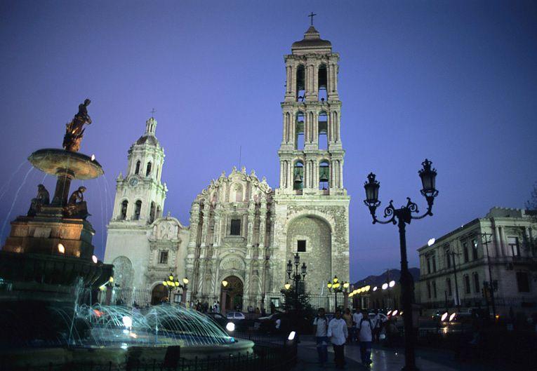 Saltillo. Catedral y fuente
