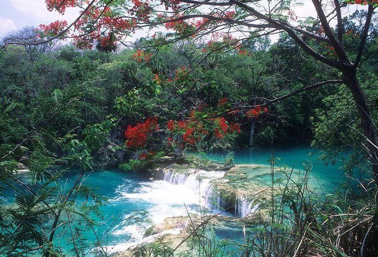 Huasteca Potosina. Río El Naranjo y cascadas entre el Meco y el Salto