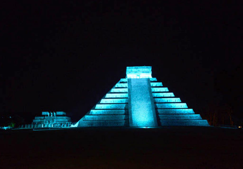 Castillo de Chichén Itzá en Noches de Kukulcán